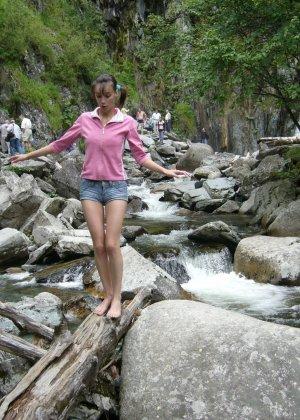 Карина любит путешествовать, но и снимать себя в обнажённом виде ей тоже очень нравится - фото 40
