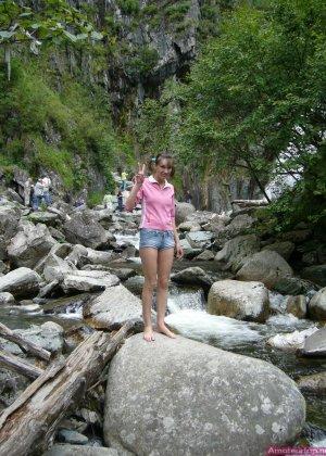 Карина любит путешествовать, но и снимать себя в обнажённом виде ей тоже очень нравится - фото 39