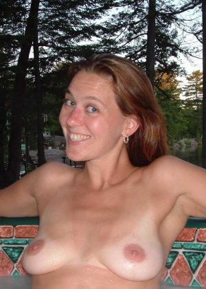 Смелая блондинка позирует в разных ракурсах и даже разрешает снимать себя во время секса - фото 36