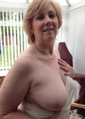 Жирная зрелая женщина показывает свое пышное тело всем желающим – кому-то может понравиться и такое - фото 1
