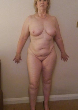 Жирная зрелая женщина показывает свое пышное тело всем желающим – кому-то может понравиться и такое - фото 16