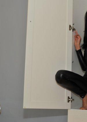 Сексуальная русская кошечка хоть и не обладает грудью, но всё же очень привлекательно выглядит - фото 25