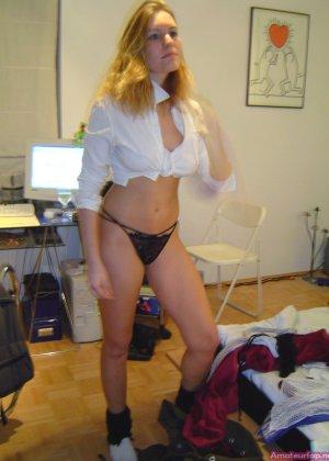 Дамочка с большими буферами умеет выглядеть соблазнительно – она обладает достаточным опытом для этого - фото 12