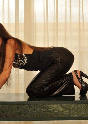 Сексуальная русская кошечка хоть и не обладает грудью, но всё же очень привлекательно выглядит - фото 58