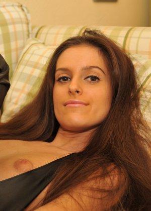 Сексуальная русская кошечка хоть и не обладает грудью, но всё же очень привлекательно выглядит - фото 56