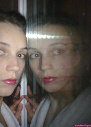 Карина любит путешествовать, но и снимать себя в обнажённом виде ей тоже очень нравится - фото 14