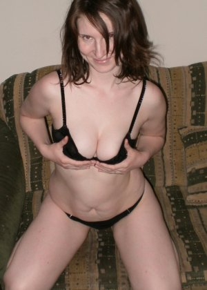 Женщина соглашается на домашнюю фотосессию, в которой она смело остаётся без одежды - фото 3