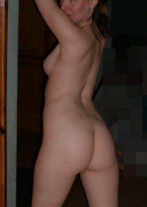 Женщина соглашается на домашнюю фотосессию, в которой она смело остаётся без одежды - фото 16