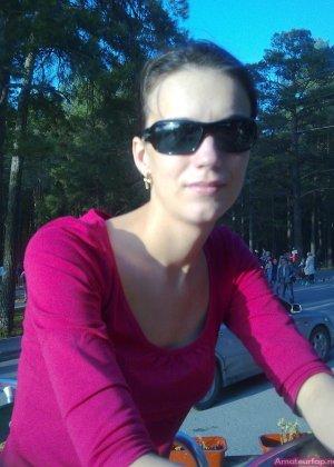 Карина любит путешествовать, но и снимать себя в обнажённом виде ей тоже очень нравится - фото 16