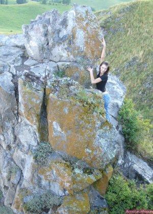 Карина любит путешествовать, но и снимать себя в обнажённом виде ей тоже очень нравится - фото 21