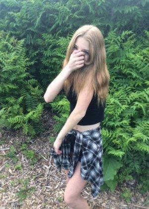 Амели еще совсем молода для того, чтобы делать пошлые снимки, но в ней уже проглядывается женственность - фото 50