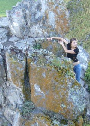 Карина любит путешествовать, но и снимать себя в обнажённом виде ей тоже очень нравится - фото 22