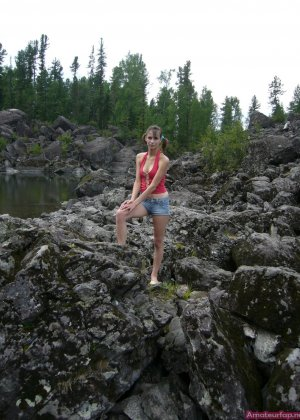 Карина любит путешествовать, но и снимать себя в обнажённом виде ей тоже очень нравится - фото 5