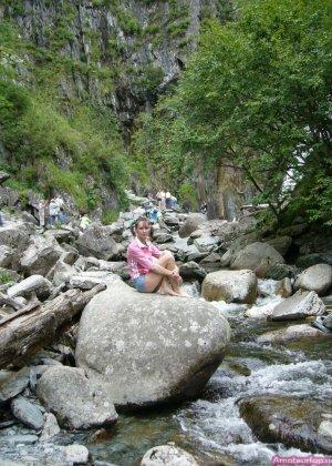 Карина любит путешествовать, но и снимать себя в обнажённом виде ей тоже очень нравится - фото 37