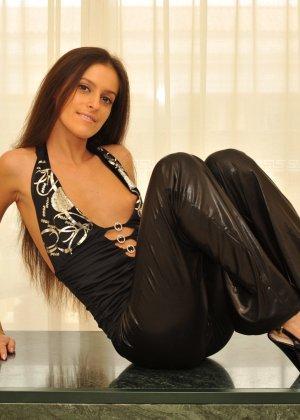 Сексуальная русская кошечка хоть и не обладает грудью, но всё же очень привлекательно выглядит - фото 52
