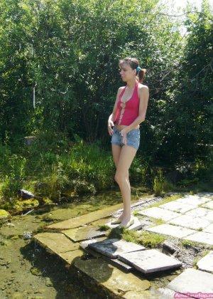Карина любит путешествовать, но и снимать себя в обнажённом виде ей тоже очень нравится - фото 34