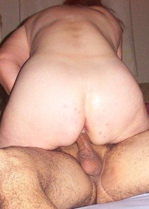 Зрелая парочка решает снять домашнее порно – они меняют разные позы и забывают о стеснении - фото 41