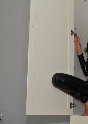 Сексуальная русская кошечка хоть и не обладает грудью, но всё же очень привлекательно выглядит - фото 28