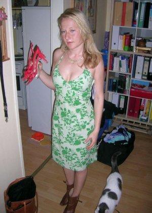 Смелая блондинка позирует в разных ракурсах и даже разрешает снимать себя во время секса - фото 30
