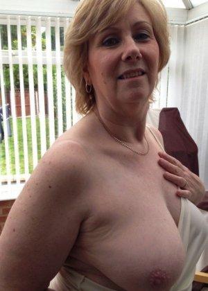 Жирная зрелая женщина показывает свое пышное тело всем желающим – кому-то может понравиться и такое - фото 18