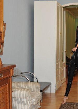 Сексуальная русская кошечка хоть и не обладает грудью, но всё же очень привлекательно выглядит - фото 38