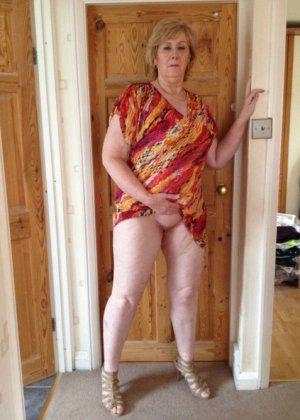 Жирная зрелая женщина показывает свое пышное тело всем желающим – кому-то может понравиться и такое - фото 7