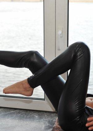 Сексуальная русская кошечка хоть и не обладает грудью, но всё же очень привлекательно выглядит - фото 31