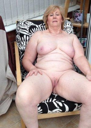 Жирная зрелая женщина показывает свое пышное тело всем желающим – кому-то может понравиться и такое - фото 6