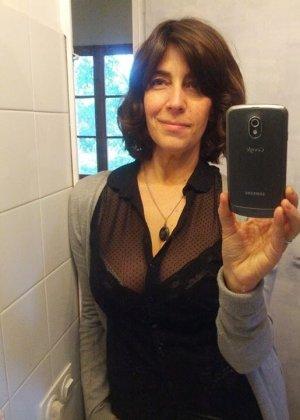 Джемма из Барселоны – зрелая брюнетка, которая умеет быть сексуальной, ничего с себя не снимая - фото 1