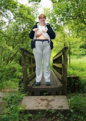 Рита ла Белль – смелая иностранка, которая показывает некоторые части тела в разных ситуациях - фото 50