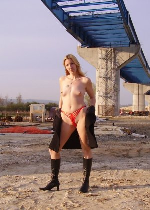 Моника Де Нантес – очень развратная блондинка, которая готова на разные смелые эксперименты - фото 42