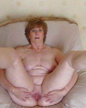 Жирная зрелая женщина показывает свое пышное тело всем желающим – кому-то может понравиться и такое - фото 25
