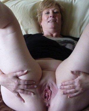 Жирная зрелая женщина показывает свое пышное тело всем желающим – кому-то может понравиться и такое - фото 24
