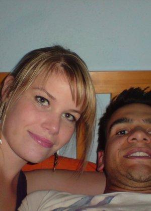 Счастливая парочка любит пошалить перед камерой – они снимают друг друга по очереди, а потом во время секса - фото 6