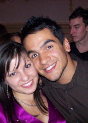 Счастливая парочка любит пошалить перед камерой – они снимают друг друга по очереди, а потом во время секса - фото 31