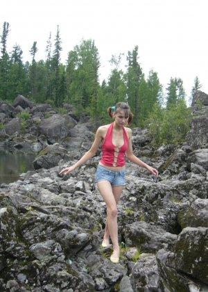 Карина любит путешествовать, но и снимать себя в обнажённом виде ей тоже очень нравится - фото 6