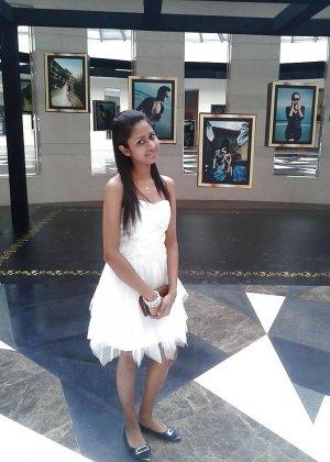 Экзотическая девушка из Шри-Ланки очень мила и соглашается на просьбы раздеться перед камерой - фото 13