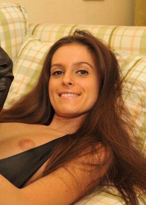 Сексуальная русская кошечка хоть и не обладает грудью, но всё же очень привлекательно выглядит - фото 60