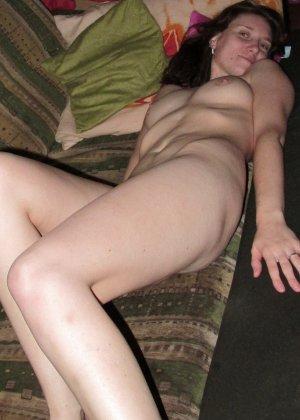 Женщина соглашается на домашнюю фотосессию, в которой она смело остаётся без одежды - фото 15