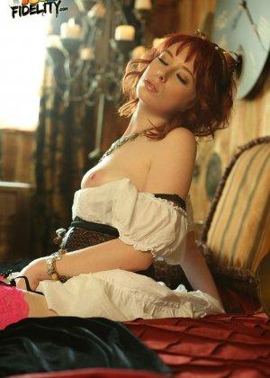 Zoey Nixon - Галерея 3383390 - фото 13
