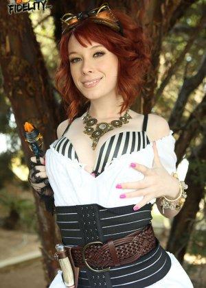 Zoey Nixon - Галерея 3383390 - фото 10