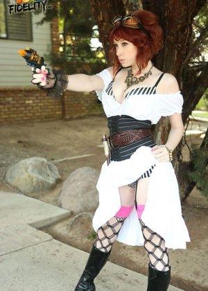 Zoey Nixon - Галерея 3383390 - фото 11