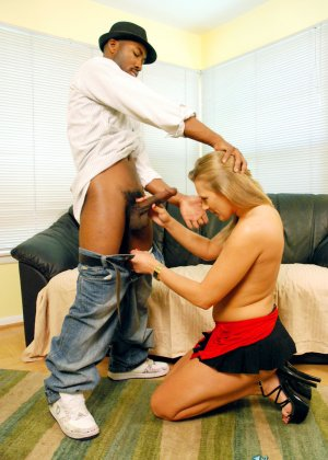 Пока совсем не состарилась, женщина решила попробовать секс с негром - фото 13