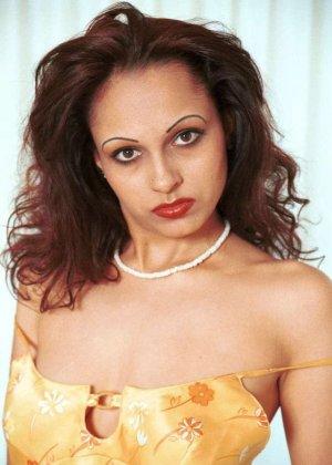 Милая женщина из Индии оголила сиськи - фото 14