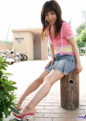 Японская милаха Саки показывает свои свежие дырочки - фото 9