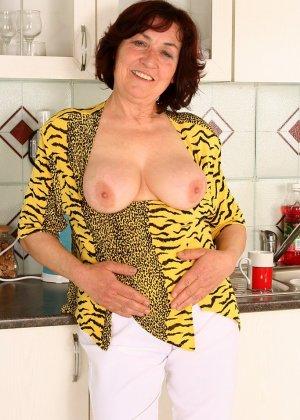 Женщина 63 лет, хочет чтобы с ее пиздой поиграли - фото 10