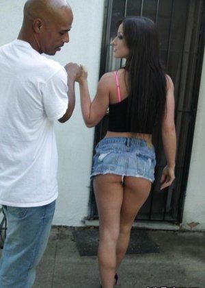 Темнокожий парень заплатил за секс красивой женщине - фото 11