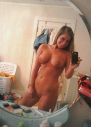 Голые телочки делают сексуальные селфи - фото 3
