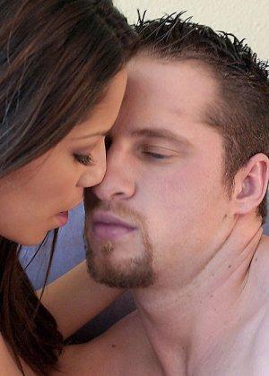 Женевьева Джоли трахается и получает сперму на свое смазливое лицо - фото 10