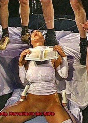 Двум шлюхам напихали в рот хуев и накормили спермой - фото 12